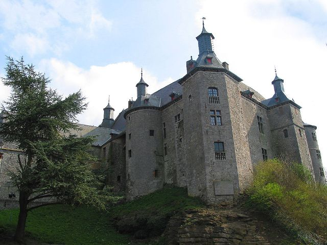 Écaussinnes-Lalaing Castle