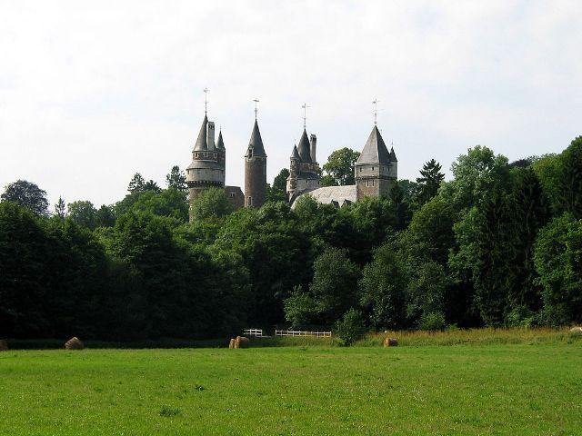 Faulx-les-Tombes Castle