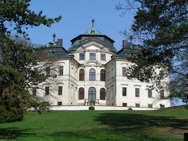 Karlova Koruna Chateau
