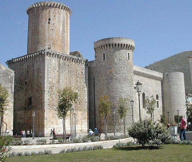 Castello baronale (Fondi)