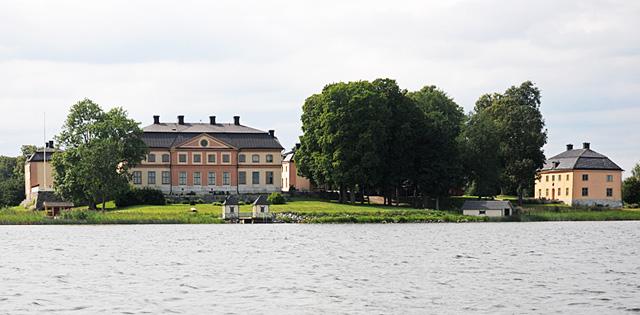 Akero Manor